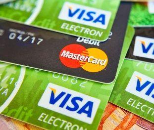Чем кредитные карты отличаются от дебетовых и как ими пользоваться